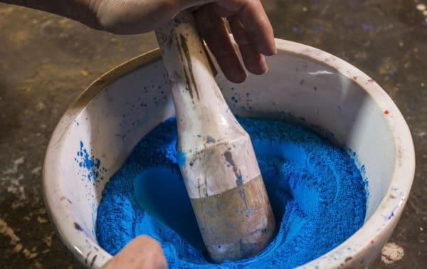 broyage de pigment bleu
